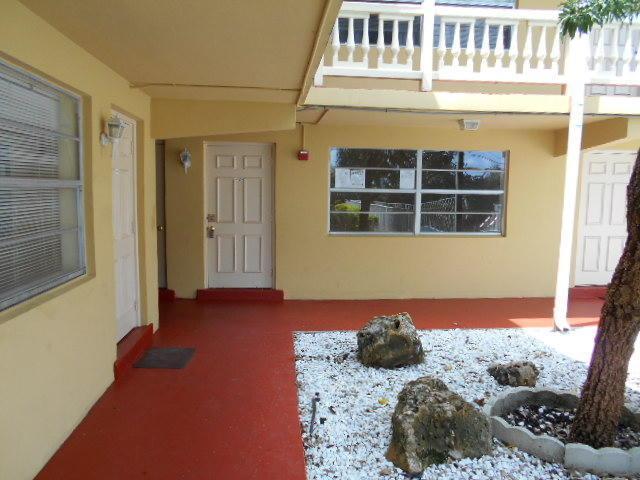 241 SE 9th Avenue #104, Pompano Beach, FL 33060 (MLS #RX-10547560) :: Berkshire Hathaway HomeServices EWM Realty