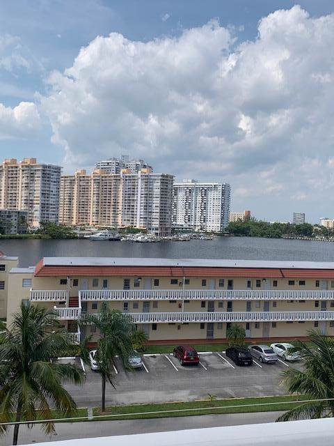2930 Point East Drive E606, Aventura, FL 33160 (MLS #RX-10560250) :: Castelli Real Estate Services
