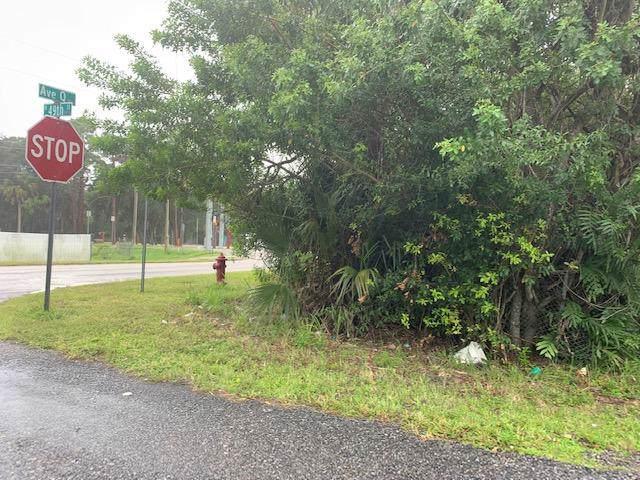 000 N 49th Street Street, Fort Pierce, FL 34947 (#RX-10563158) :: Ryan Jennings Group