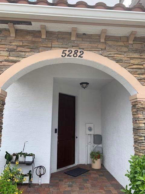 5282 Ashley River Road, West Palm Beach, FL 33417 (#RX-10564871) :: Ryan Jennings Group
