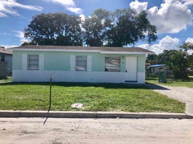 1233 W 36th Street, Riviera Beach, FL 33404 (MLS #RX-10574409) :: Laurie Finkelstein Reader Team