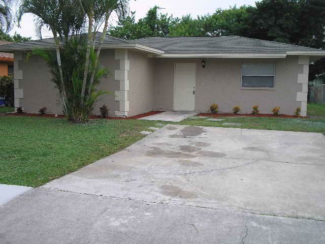 1017 W 7th Street, Riviera Beach, FL 33404 (#RX-10580016) :: Ryan Jennings Group