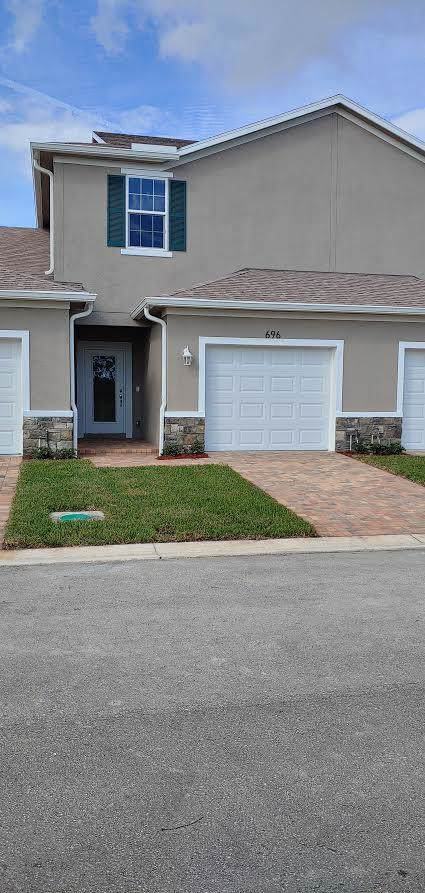 696 NE Waters Edge Lane, Port Saint Lucie, FL 34983 (#RX-10580223) :: Ryan Jennings Group