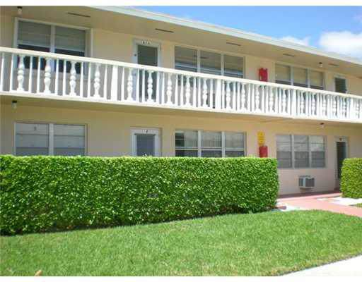 18 Hastings B #, West Palm Beach, FL 33417 (#RX-10584009) :: Real Estate Authority