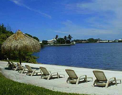 800 Scotia Drive #305, Hypoluxo, FL 33462 (MLS #RX-10592114) :: Castelli Real Estate Services
