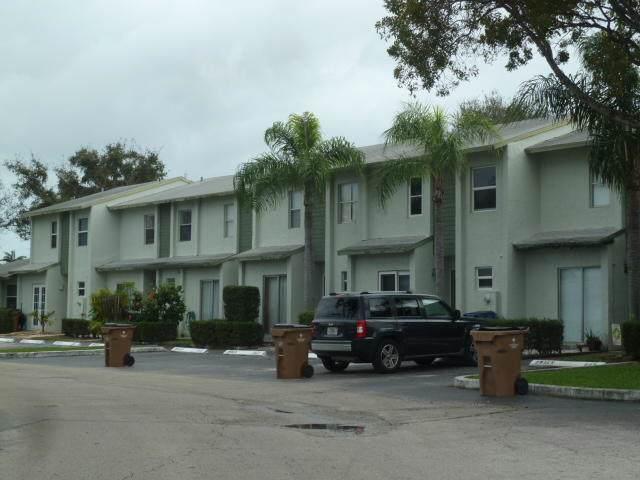 810 Crystal Lake Drive, Deerfield Beach, FL 33064 (#RX-10592355) :: Ryan Jennings Group