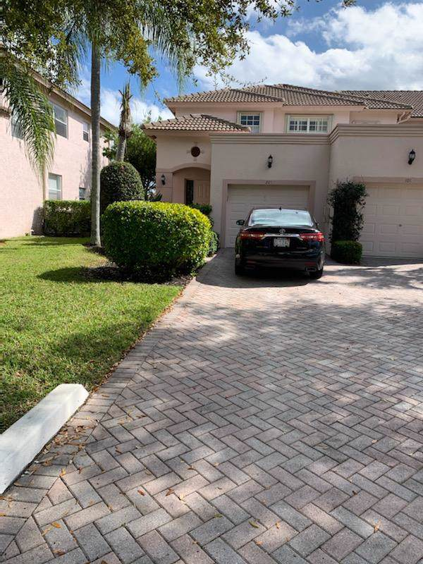 8074 Aberdeen Drive #201, Boynton Beach, FL 33472 (#RX-10596890) :: Ryan Jennings Group