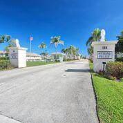 210 Horizons E #208, Boynton Beach, FL 33435 (MLS #RX-10600649) :: Berkshire Hathaway HomeServices EWM Realty