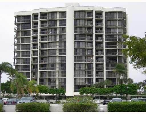 2427 Presidential Way #204, West Palm Beach, FL 33401 (#RX-10602467) :: Ryan Jennings Group