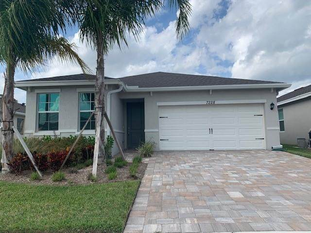 7228 SE Sebona Court, Hobe Sound, FL 33455 (#RX-10612348) :: The Rizzuto Woodman Team