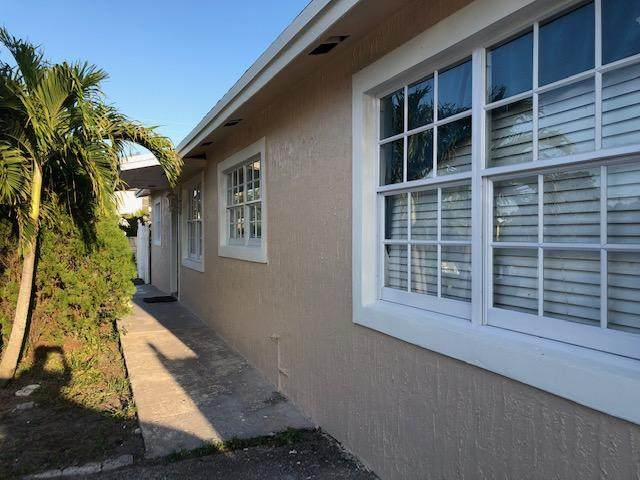 3040 Riley Avenue, Palm Springs, FL 33461 (#RX-10614122) :: Ryan Jennings Group