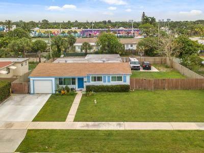 715 Evergreen Drive, Lake Park, FL 33403 (MLS #RX-10623908) :: Berkshire Hathaway HomeServices EWM Realty
