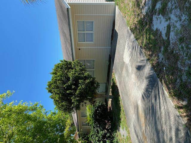914 SE 8th Street, Stuart, FL 34994 (MLS #RX-10635866) :: Castelli Real Estate Services