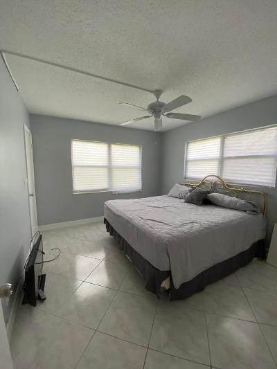 4 Easthampton A, West Palm Beach, FL 33417 (MLS #RX-10648877) :: Berkshire Hathaway HomeServices EWM Realty