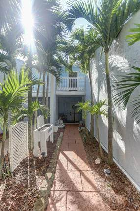 105 Fairway Lane, Royal Palm Beach, FL 33411 (#RX-10655860) :: Treasure Property Group