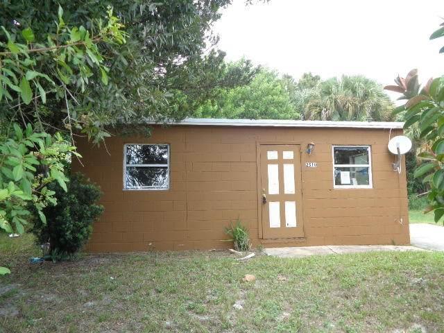 2510 Ave L Avenue A, Fort Pierce, FL 34947 (MLS #RX-10656564) :: Berkshire Hathaway HomeServices EWM Realty