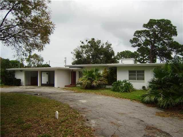 1618 Mayflower Road, Fort Pierce, FL 34950 (#RX-10656572) :: The Rizzuto Woodman Team