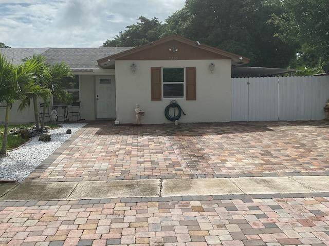 5220 Cannon Way, West Palm Beach, FL 33415 (#RX-10665456) :: Treasure Property Group