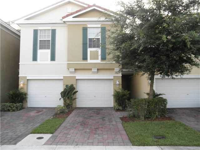 815 Pipers Cay Drive - Photo 1