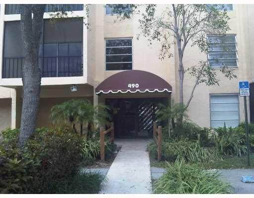 490 NW 20th Street #302, Boca Raton, FL 33431 (MLS #RX-10685098) :: Castelli Real Estate Services