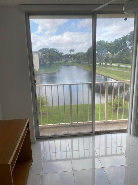14307 Bedford Drive #305, Delray Beach, FL 33446 (#RX-10694559) :: Signature International Real Estate