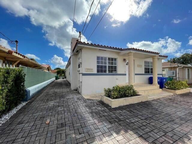 1011 NW 33 Avenue, Miami, FL 33125 (#RX-10695823) :: Posh Properties