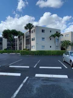 5310 Las Verdes Circle #320, Delray Beach, FL 33484 (#RX-10705602) :: Ryan Jennings Group