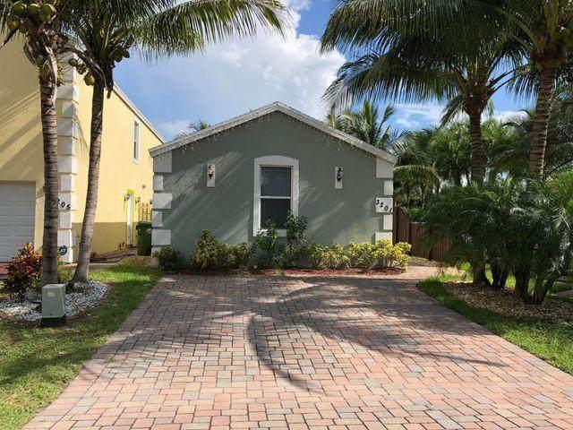 3201 Johns''s Place, Palm Springs, FL 33461 (#RX-10716102) :: Michael Kaufman Real Estate