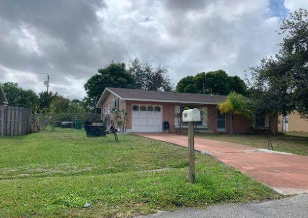 250 SE Verada Avenue, Port Saint Lucie, FL 34983 (#RX-10717472) :: Michael Kaufman Real Estate