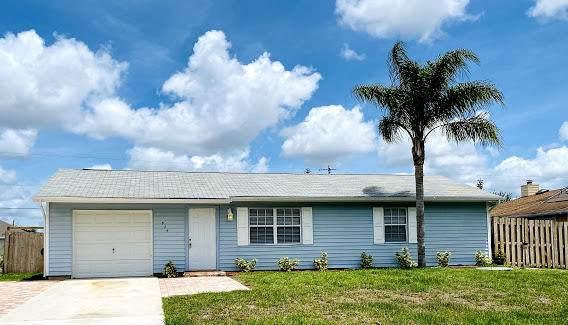 825 SW Canary Terrace, Port Saint Lucie, FL 34953 (#RX-10724075) :: Michael Kaufman Real Estate