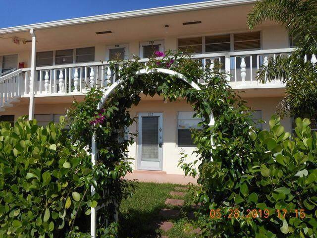 195 Canterbury I, West Palm Beach, FL 33417 (#RX-10740780) :: Heather Towe | Keller Williams Jupiter