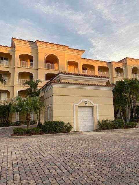 29 Harbour Isle Drive W Ph-4, Fort Pierce, FL 34949 (#RX-10742801) :: IvaniaHomes | Keller Williams Reserve Palm Beach