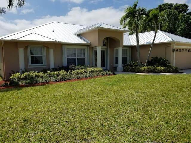 2190 SE Flanders Road, Port Saint Lucie, FL 34952 (#RX-10747419) :: Posh Properties