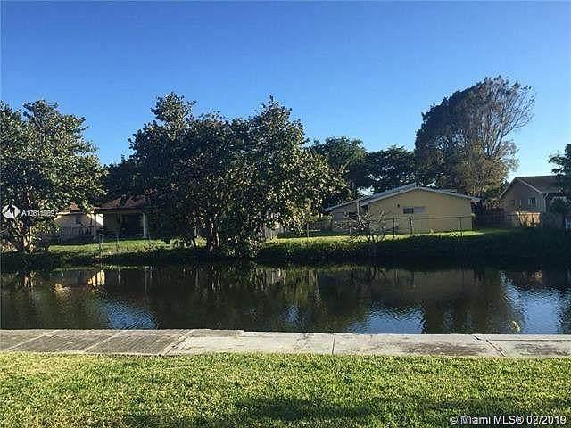305 SW 5th Street, Hallandale Beach, FL 33009 (MLS #RX-10752960) :: Castelli Real Estate Services