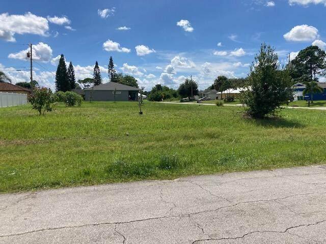 1086 SW Fisherman Avenue, Port Saint Lucie, FL 34953 (#RX-10753392) :: IvaniaHomes | Keller Williams Reserve Palm Beach