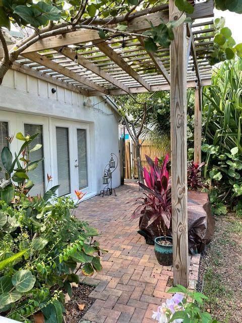 250 NE 13 Street, Delray Beach, FL 33444 (MLS #RX-10753488) :: Castelli Real Estate Services