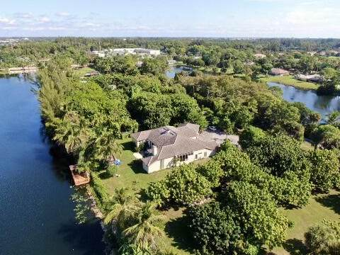 8625 7th Place S, West Palm Beach, FL 33411 (#RX-10754098) :: IvaniaHomes | Keller Williams Reserve Palm Beach