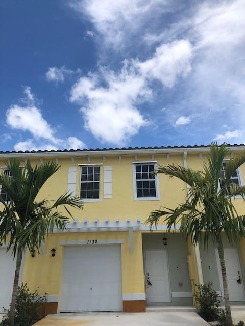 1132 NW 40th Terrace, Lauderhill, FL 33313 (MLS #RX-10551056) :: The Paiz Group