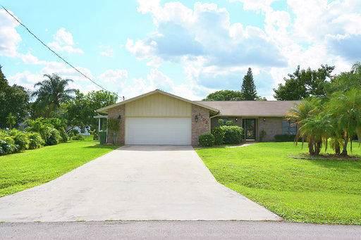 1102 SE Oriental Avenue, Port Saint Lucie, FL 34952 (#RX-10576482) :: Ryan Jennings Group