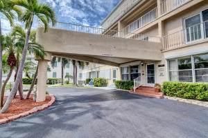 4001 S Ocean Boulevard #204, South Palm Beach, FL 33480 (#RX-10586586) :: Ryan Jennings Group