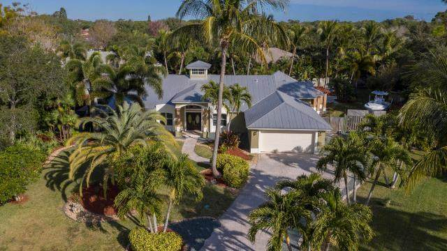 3002 NE Ivy Lane, Jensen Beach, FL 34957 (#RX-10685971) :: The Rizzuto Woodman Team