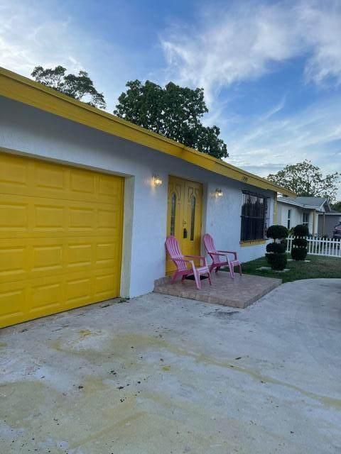 1995 NW 1st Street, Boynton Beach, FL 33435 (#RX-10706036) :: Michael Kaufman Real Estate