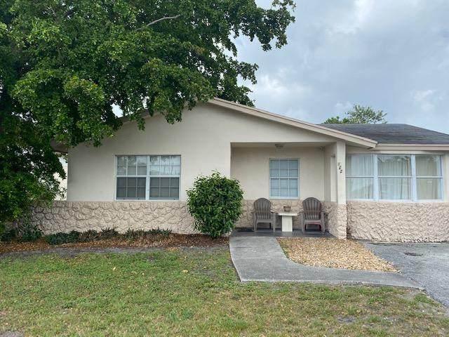 122 NW 13th Avenue, Delray Beach, FL 33444 (#RX-10734588) :: Treasure Property Group