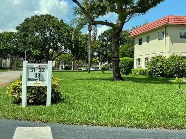 31 Abbey Lane #105, Delray Beach, FL 33446 (MLS #RX-10745569) :: Berkshire Hathaway HomeServices EWM Realty
