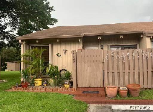 2125 SW 81st Way, Davie, FL 33324 (MLS #RX-10745944) :: Castelli Real Estate Services