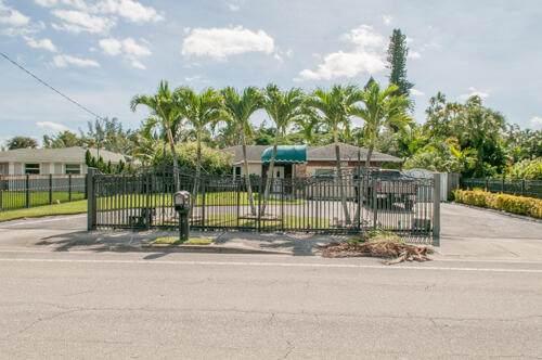 Haverhill, FL 33415 :: Michael Kaufman Real Estate