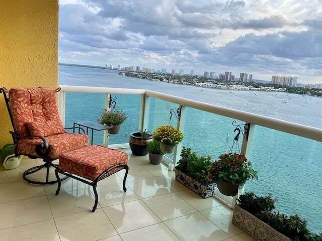 2640 Lake Shore Drive #1414, Riviera Beach, FL 33404 (#RX-10749141) :: IvaniaHomes | Keller Williams Reserve Palm Beach