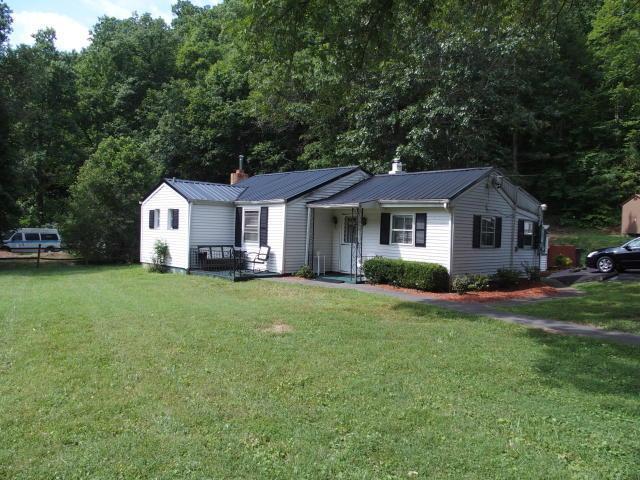 1718 Wildwood Rd, Salem, VA 24153 (MLS #860583) :: Five Doors Real Estate