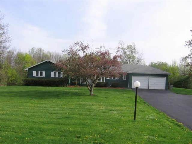 29 Van Voorhis Road, Pittsford, NY 14534 (MLS #R1334774) :: Lore Real Estate Services