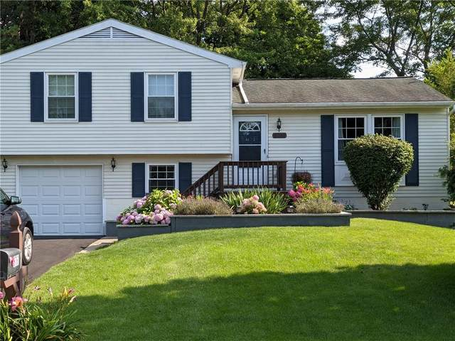 5761 Dalton Drive, Farmington, NY 14425 (MLS #R1355623) :: Lore Real Estate Services